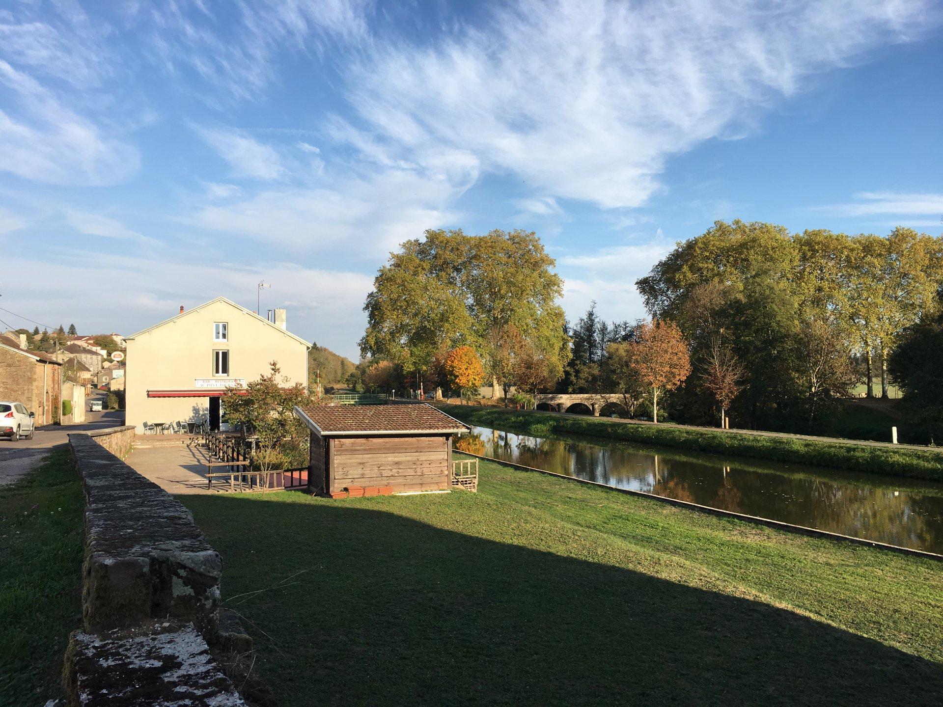 Schönes Haus in Haute-Saône, ruhige Lage, mit grossem Garten.