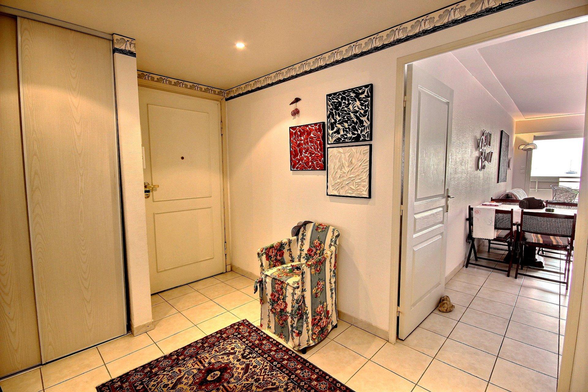 Cannes Palm lägenhet till salu med havsutsikt