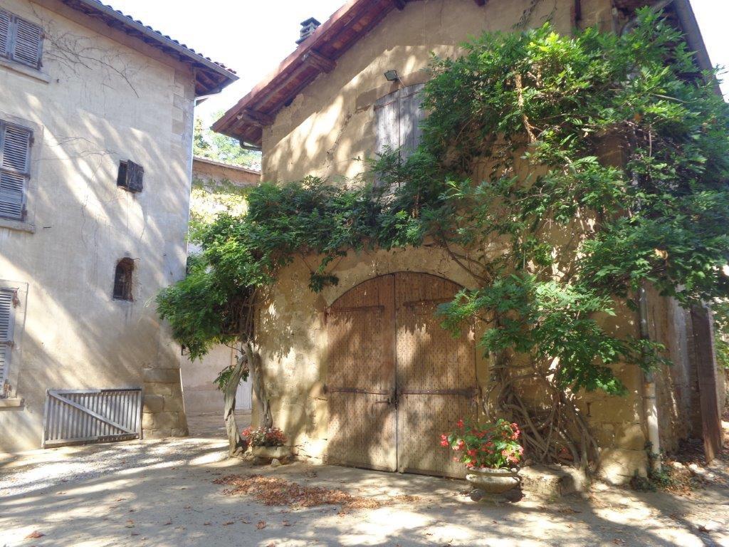 Drôme Propriété 18è à  restaurer au coeur d'un village