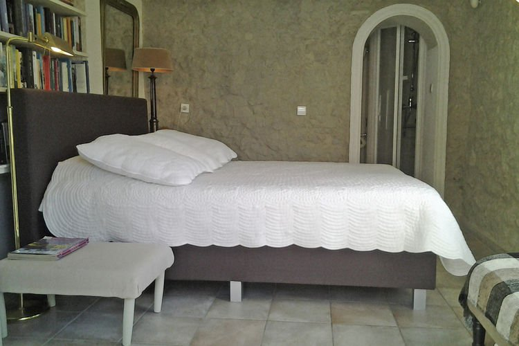 Authentic property close to the Golf Terre Blanche
