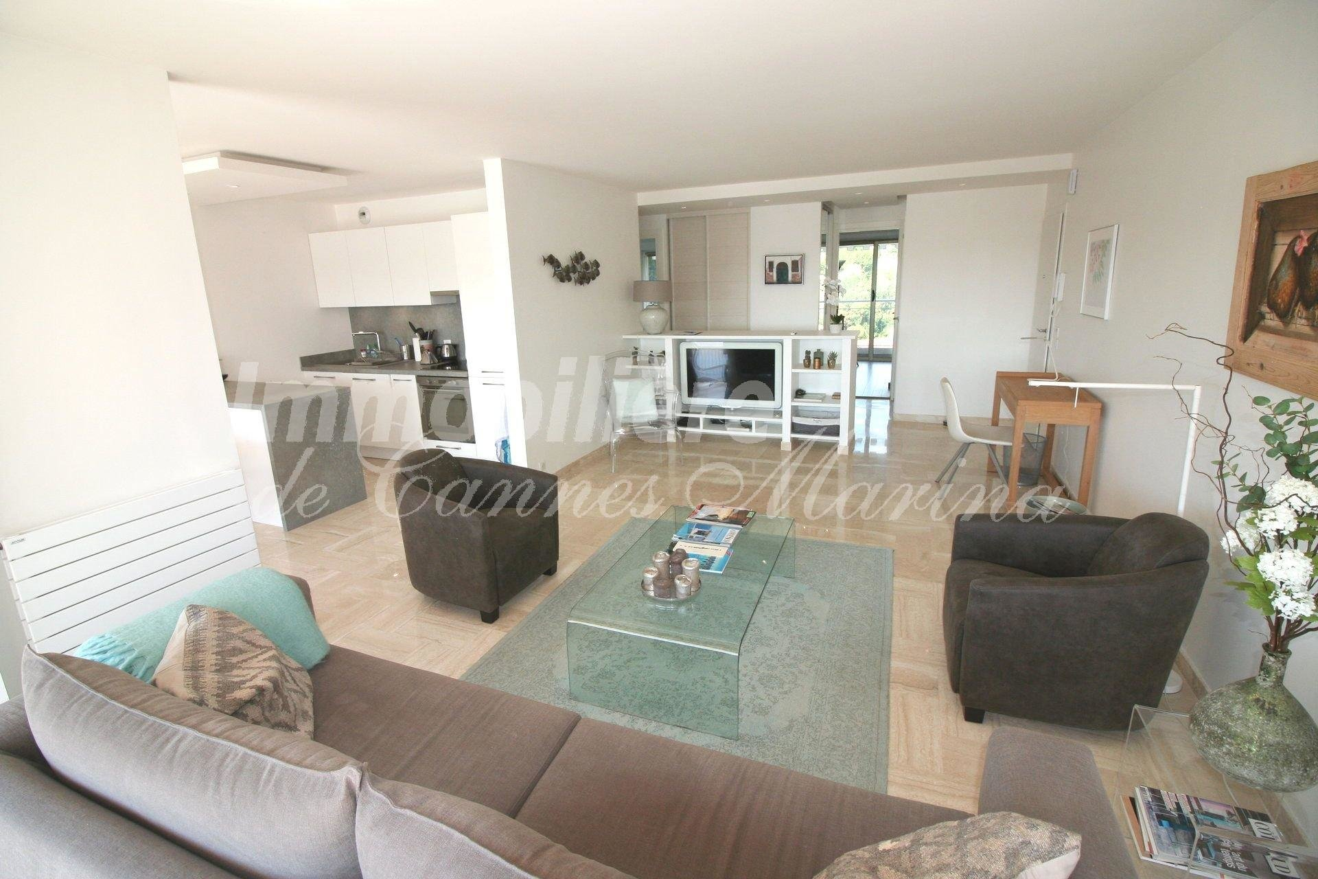Superb 2 bedroom apartment in NEW STATE with an EXCEPTIONAL panoramic Marina view