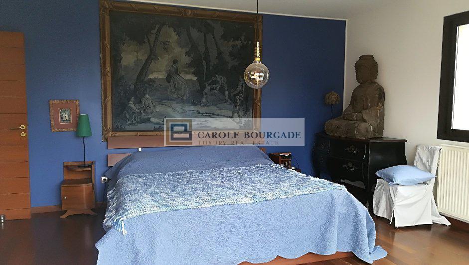 BORDEAUX CHARTRONS - Maison d'exception- 4 CHAMBRES GRAND JARDIN GARAGES PISCINE