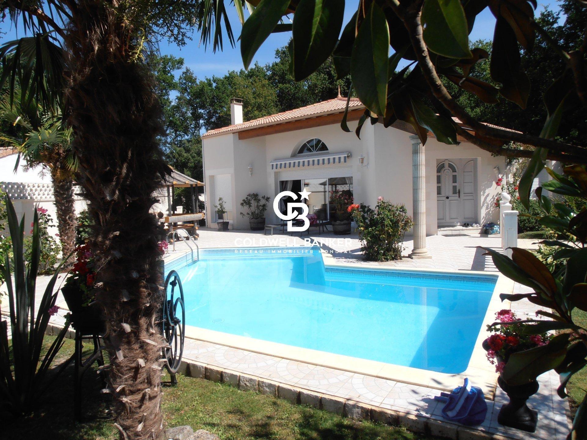 Entre BREUILLET et La TREMBADE, vente MAISON  160m² avec piscine