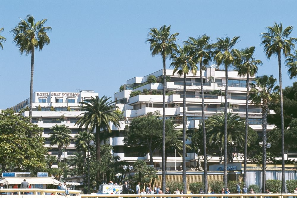 Cannes Croisette:  Last floor apartment with sea view