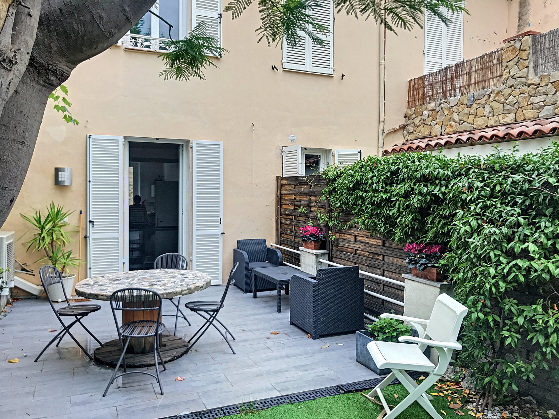 Cannes Stanislas, charming  buildingof 4 apartments