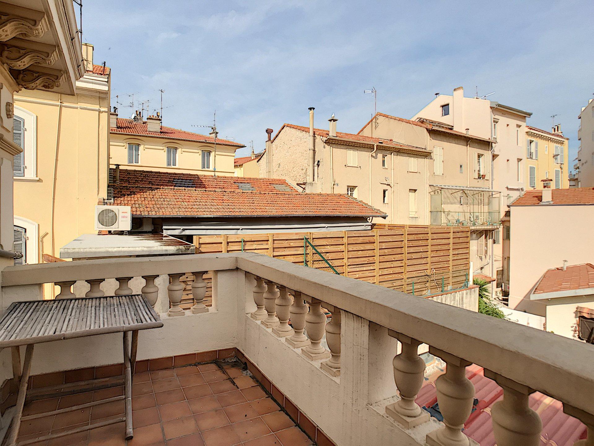 Cannes Centre, atypique 3 pièces  de 58 m² LC (75,86m² au sol)