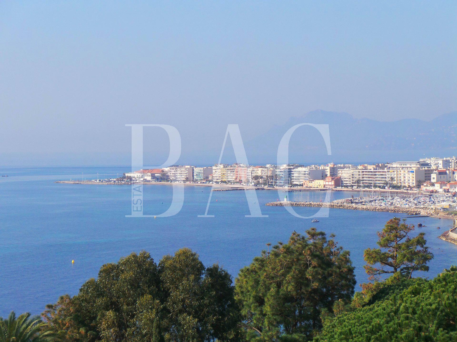 Cannes, superbe appartement dans un ancien hôtel particulier de style Belle Époque et avec vue mer panoramique