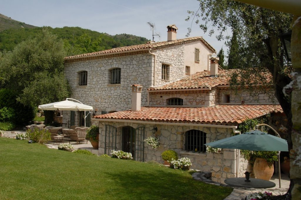 Old stone farmhouse, charm and character