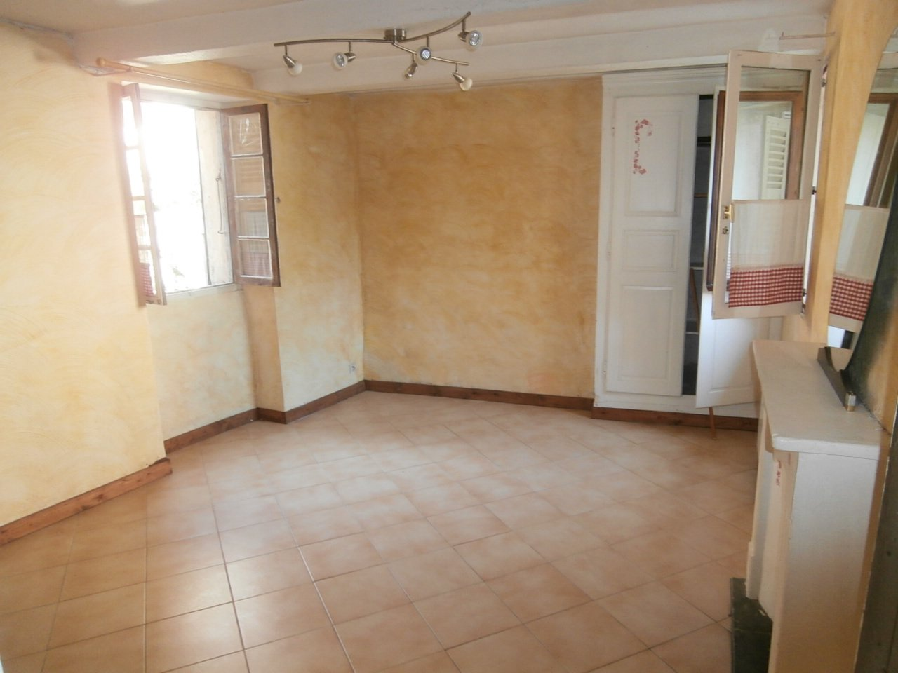 Sale Village house - Roussillon-sur-Tinée