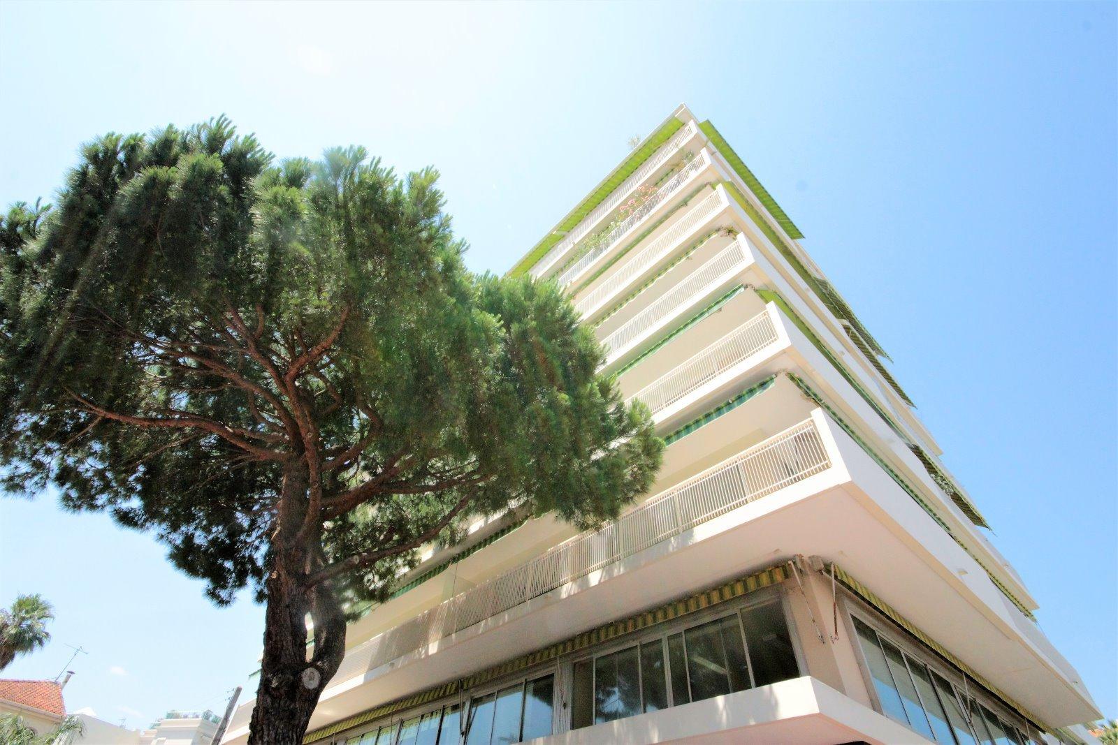 AJC IMMOBILIER CANNES vous propose en Exclusivité à Cannes Basse Californie, à quelques mètres de la ...