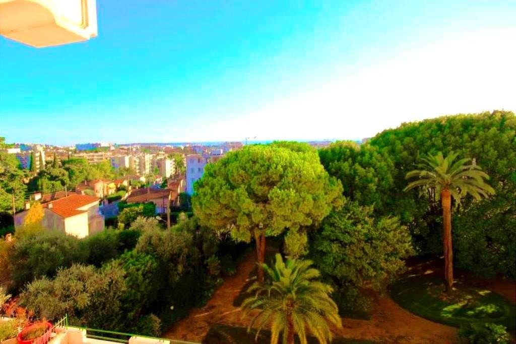 CANNES CENTER OLD CHARMING BUILDING 3 BEDROOMS SEA VIEW