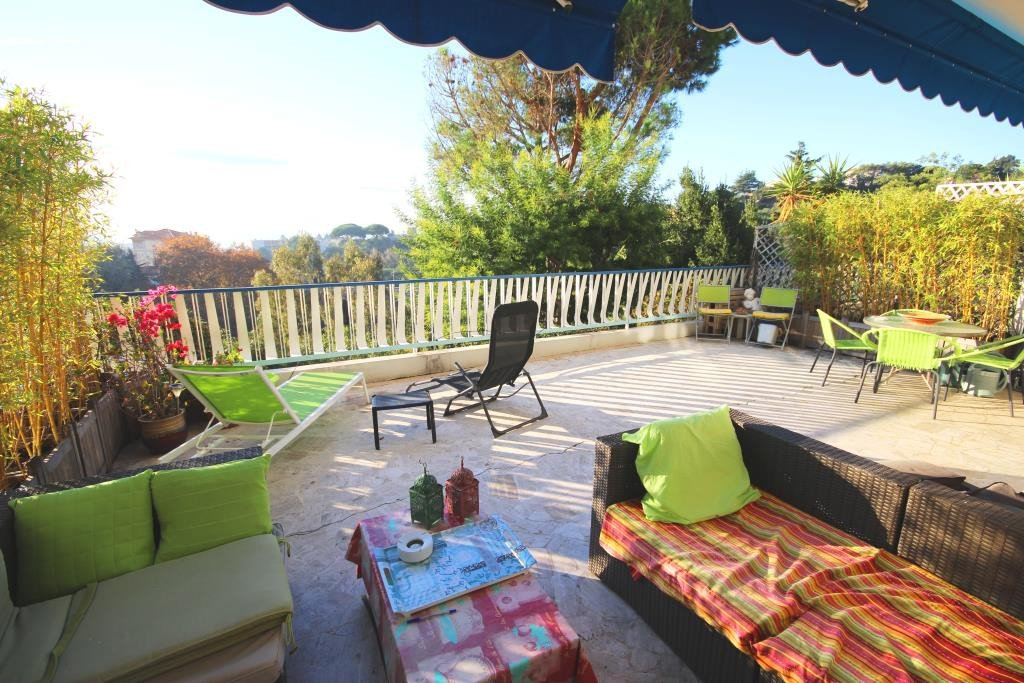 CANNES SALE 2 ROOMS WITH LARGE TERRACE