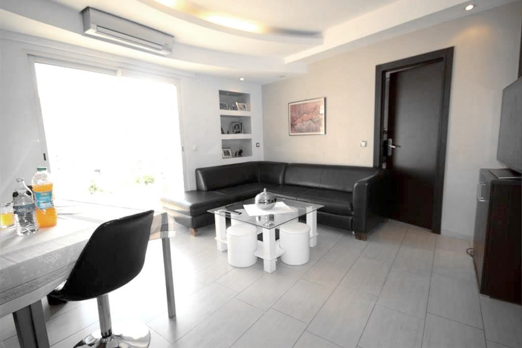 CANNES APARTMENT HIGH FLOOR ENTIRELY RENOVATED