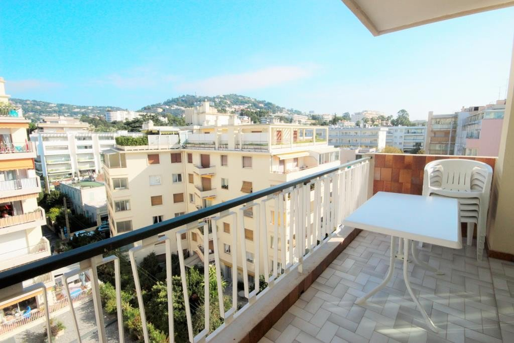 CANNES SALE 3 ROOMS HIGH FLOOR