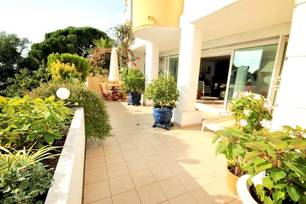 CANNES SALE 4 ROOMS RESIDENCE STANDING WITH SWIMMING POOL SEA VIEW