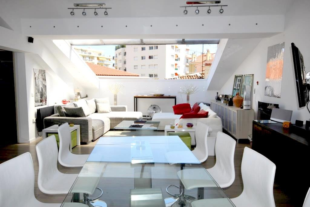 AJC IMMOBILIER CANNES offers you in Cannes near downtown on foot. Blow of heart for this atypical 3 ...
