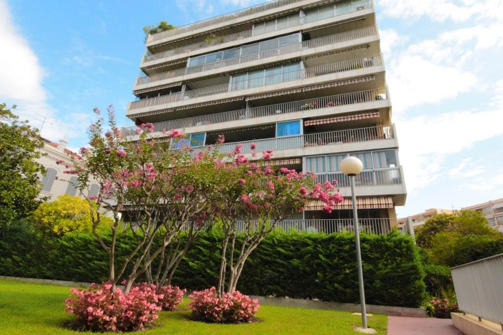 CANNES VENTE GRAND STUDIO PROCHE CENTRE