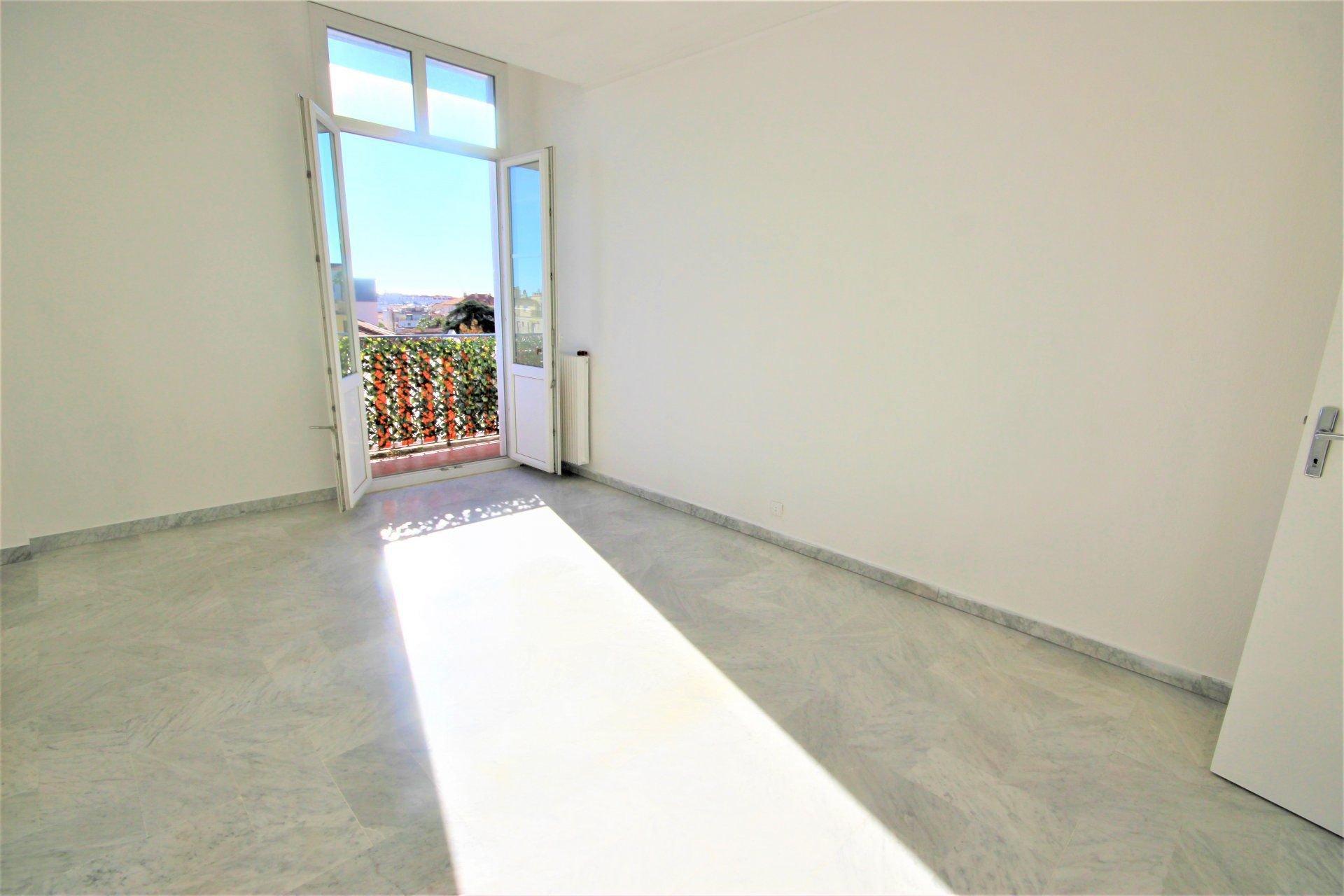 [Appartement]Floor 5th, View Dégagée Aperçu mer, Position south, General condition To refurbish, Kitchen ...