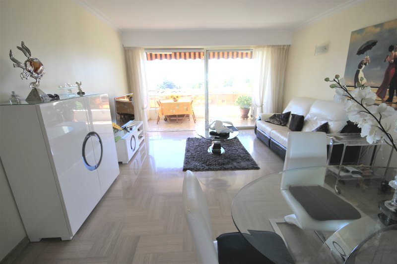 CANNES SALE 2 ROOMS STANDING RESIDENCE SEA VIEW