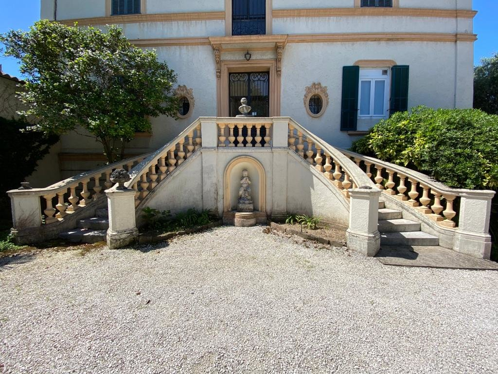 CANNES SALE APARTMENT 4 ROOMS IN VILLA BOURGEOISE NEAR THE CENTER AND THE BEACH