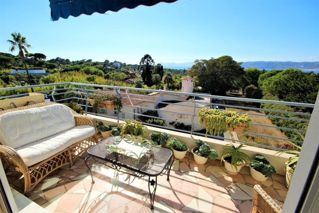CAP D'ANTIBES SALE 2 ROOMS PANORAMIC SEA VIEW