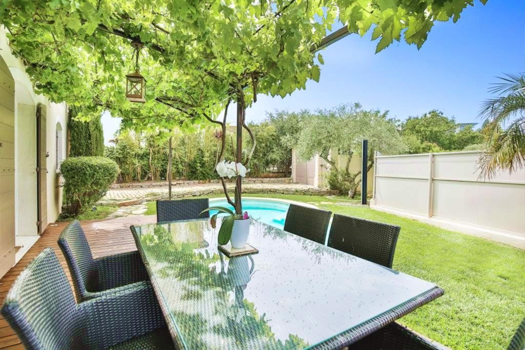 CANNES SALE VILLA 4 ROOMS WITH SWIMMING POOL IN ABSOLUTE CALM