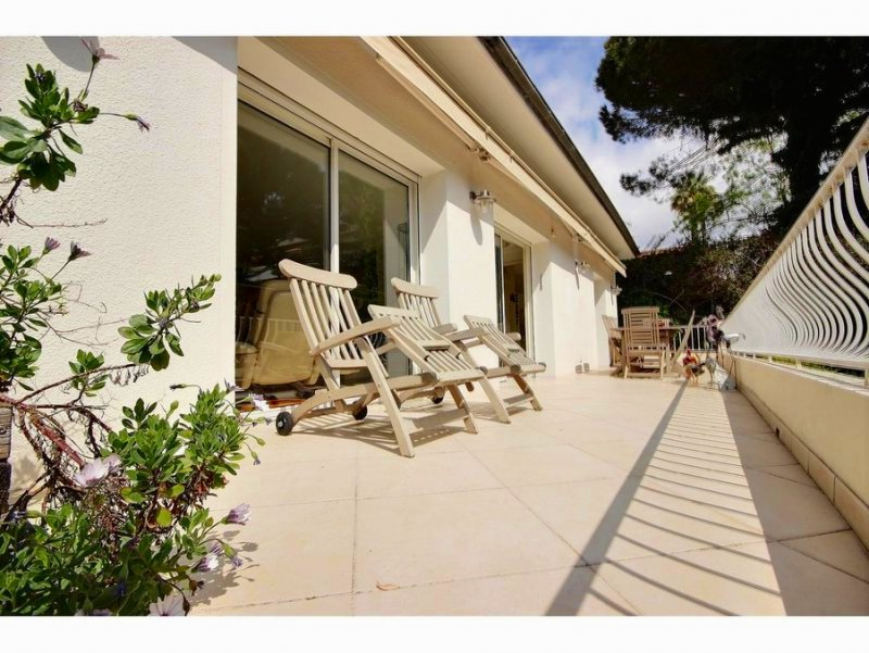 CANNES HOUSE INDIVIDUAL 2 STEPS OF THE CROISETTE ON 550M ² OF GROUND