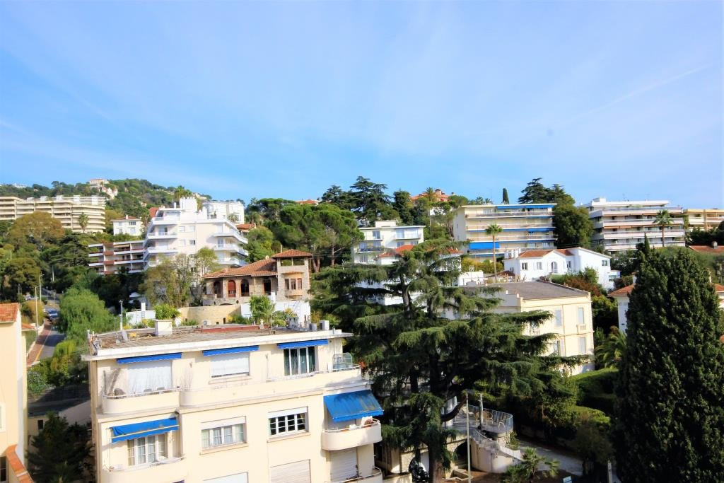 CANNES SALE 2 ROOMS HIGH FLOOR NEAR BEACHES AND CENTER