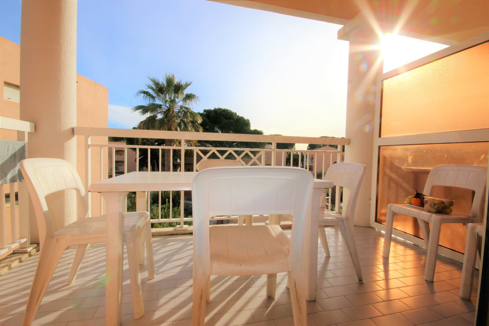 GOLFE JUAN SALE 3 ROOMS RESIDENCE WITH SWIMMING POOL