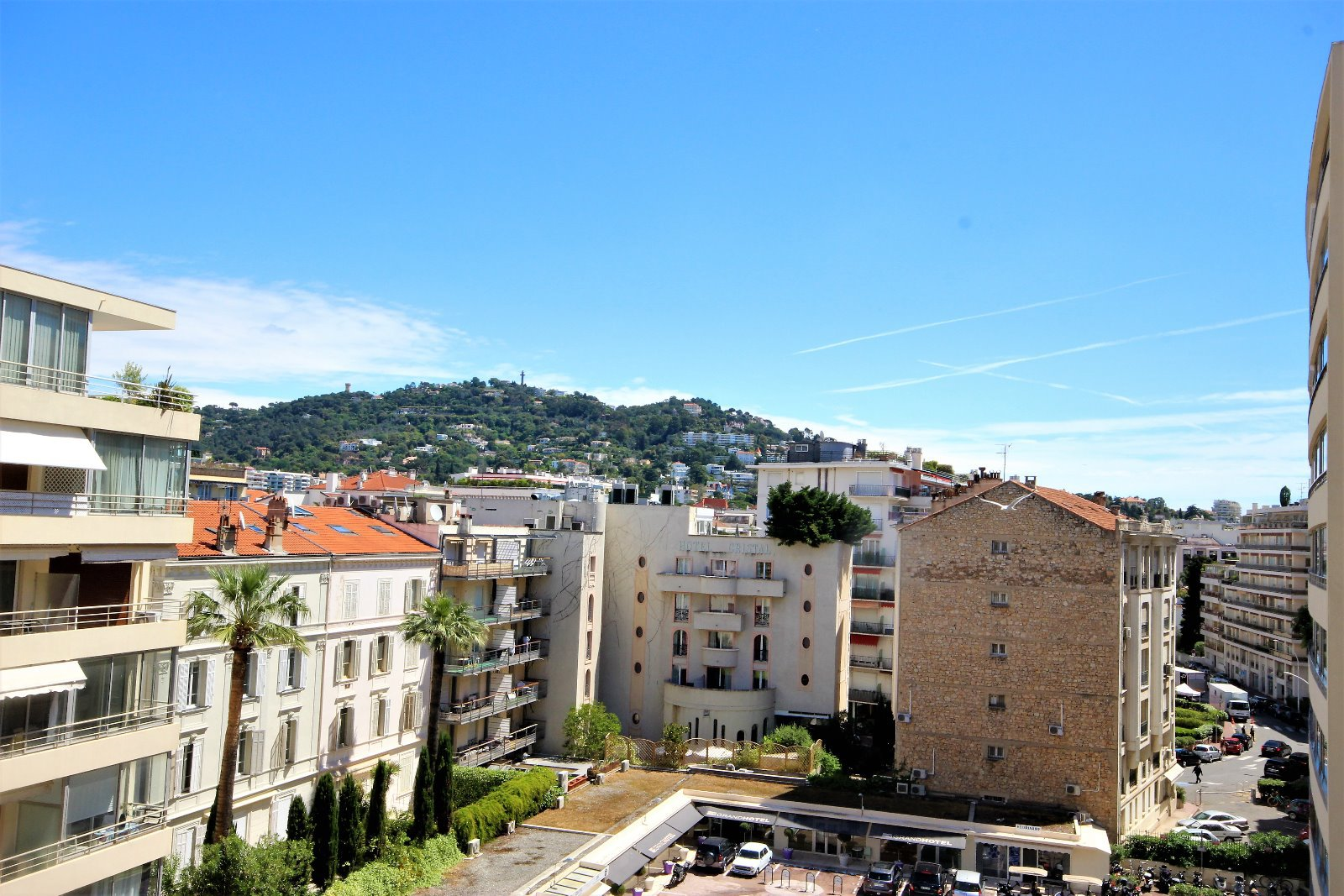 CANNES BANANE for sale 3 rooms renovated high floor