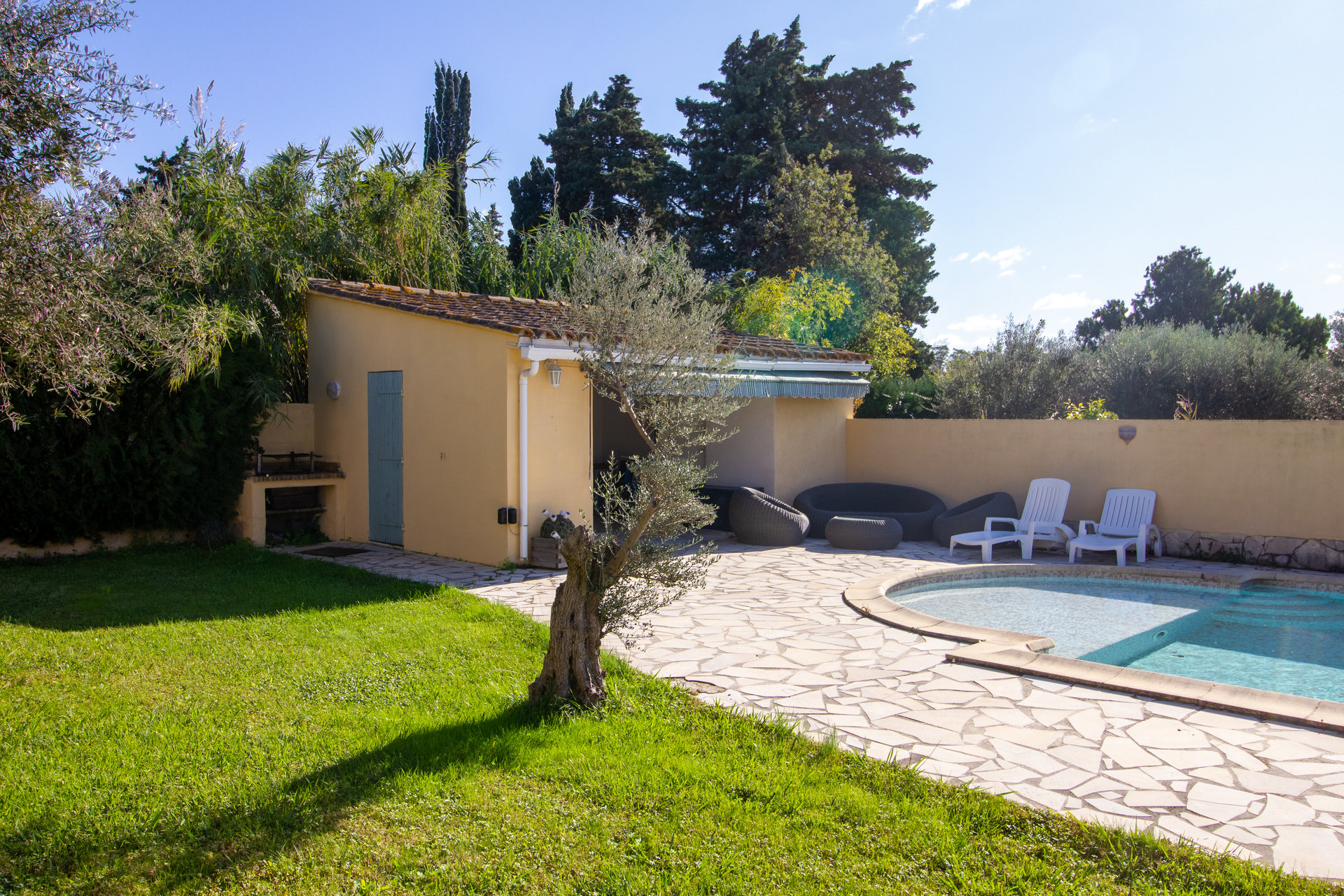 3 BEDROOM GROUND FLOOR HOUSE IN ARLES