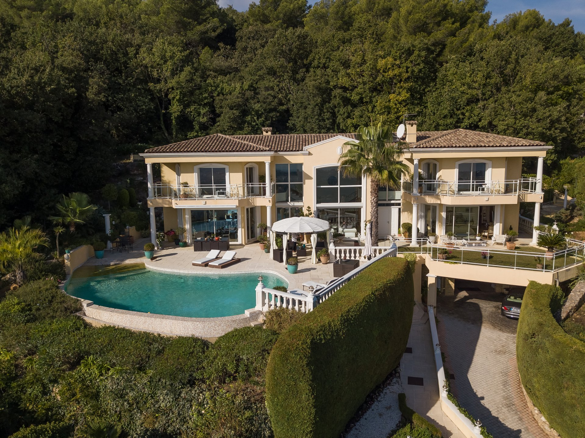 SUPER CANNES AREA VILLA FOR SALE