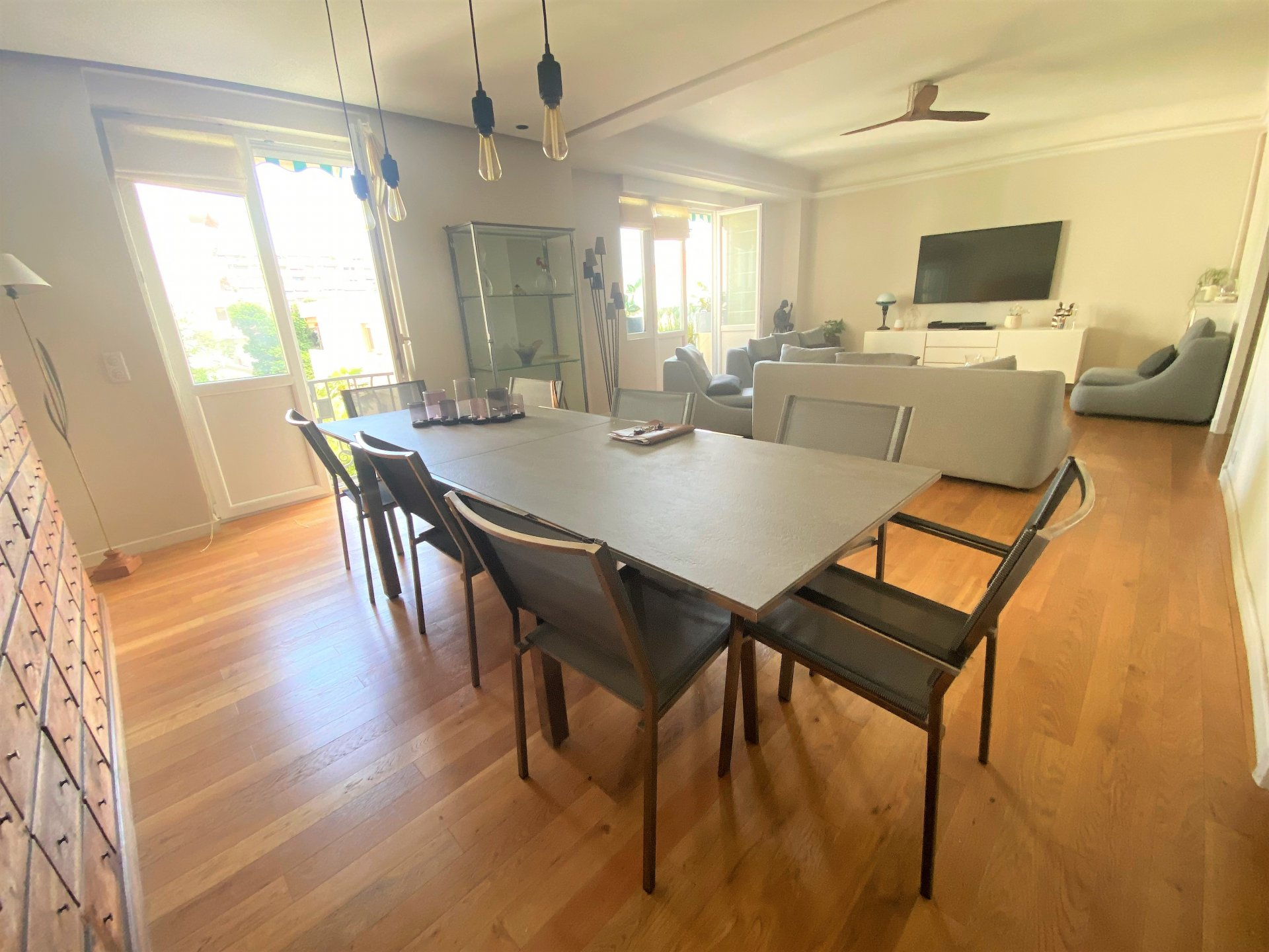 CANNES near beaches sale Apartment 3 Rooms BOURGEOIS renovated