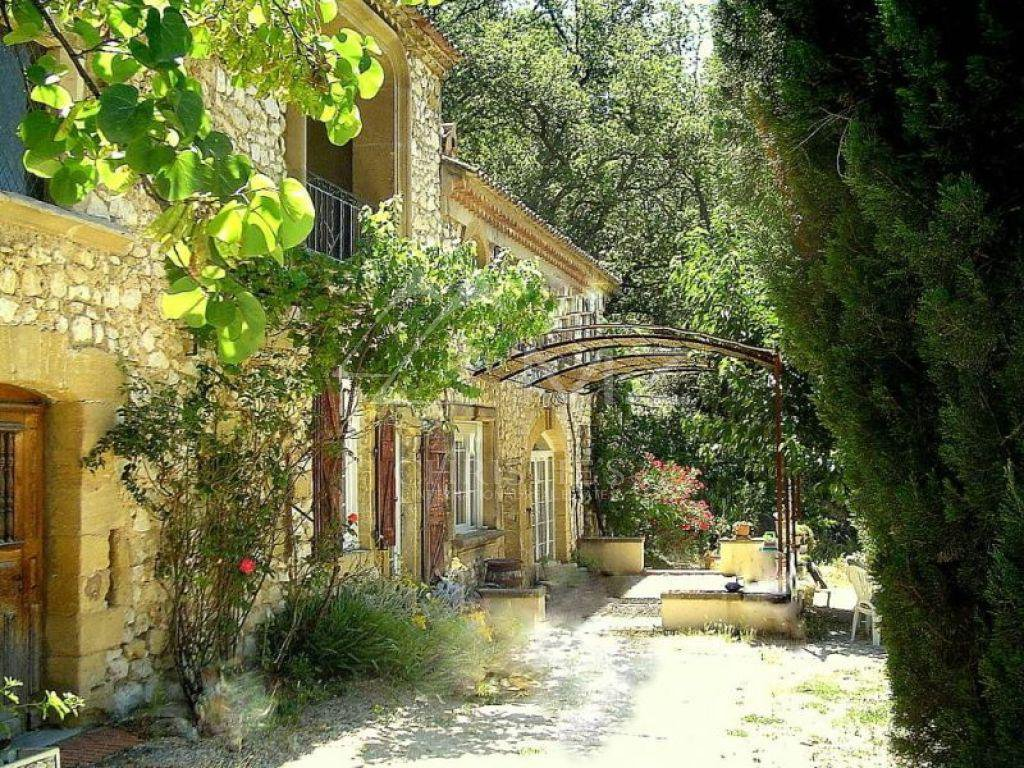 Additional photo for property listing at Sale - Mas Villelaure  Villelaure, Vaucluse,84160 France