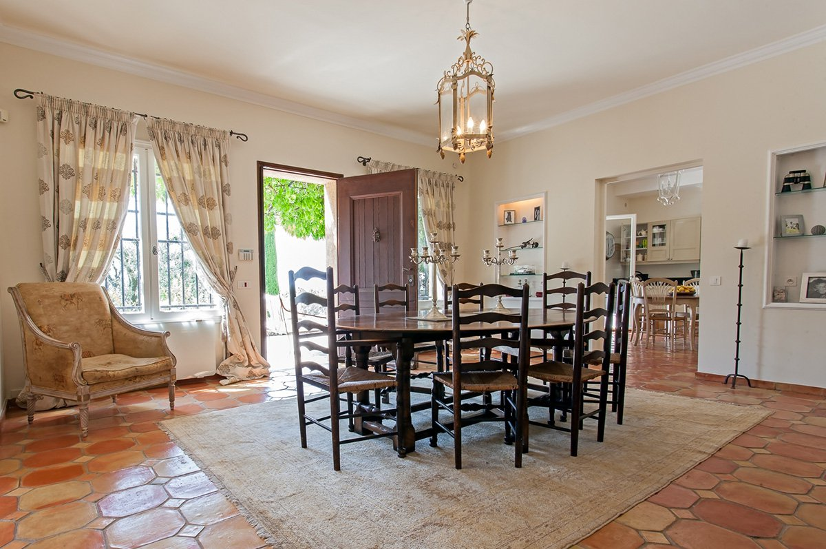 Charming 5 bedroomed country villa in superb grounds