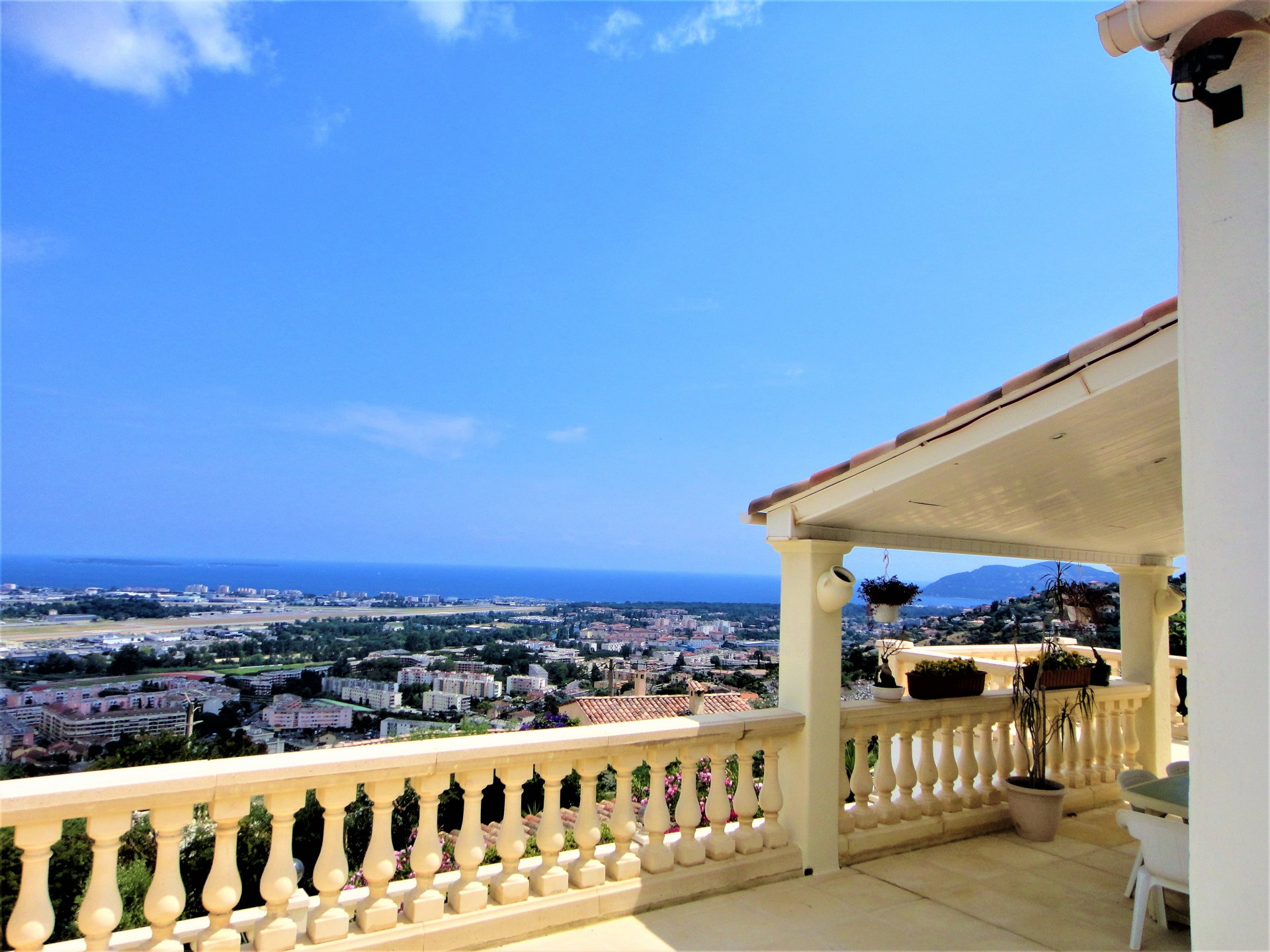 MANDELIEU PANORAMIC SEA VIEW FOR THIS VILLA CLOSE TO CENTER
