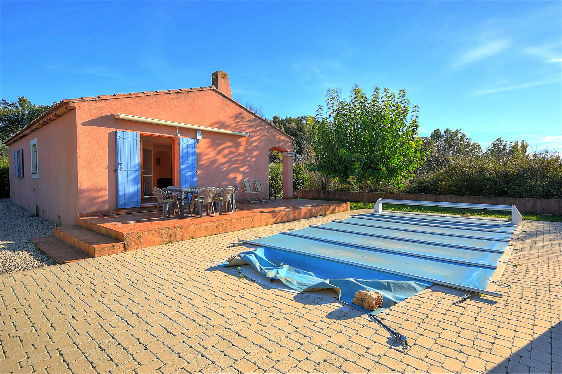 Régusse, house with pool and garage near the village Var Provence
