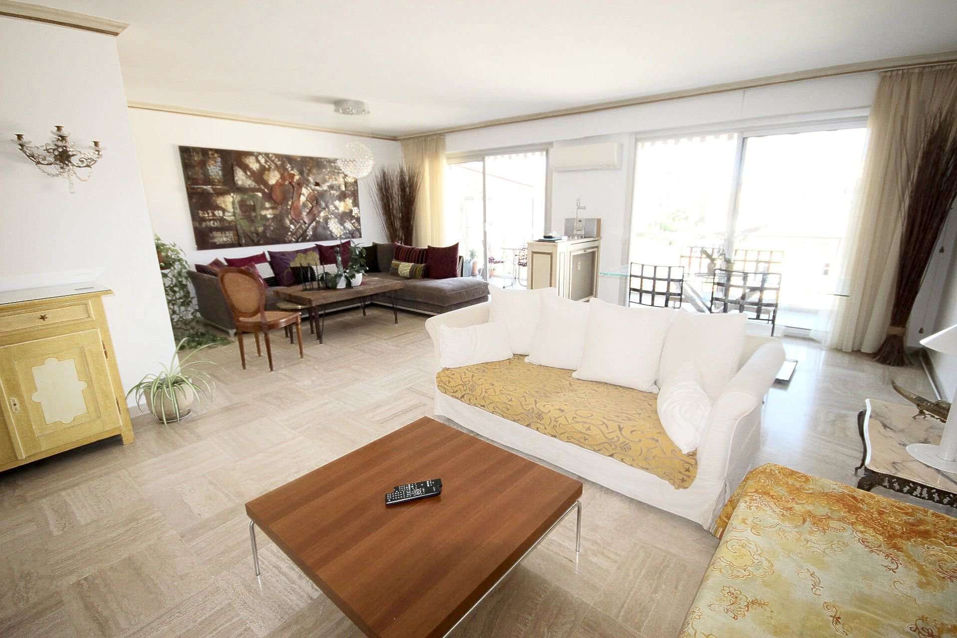 Close to the CENTRE CANNES large 2 rooms