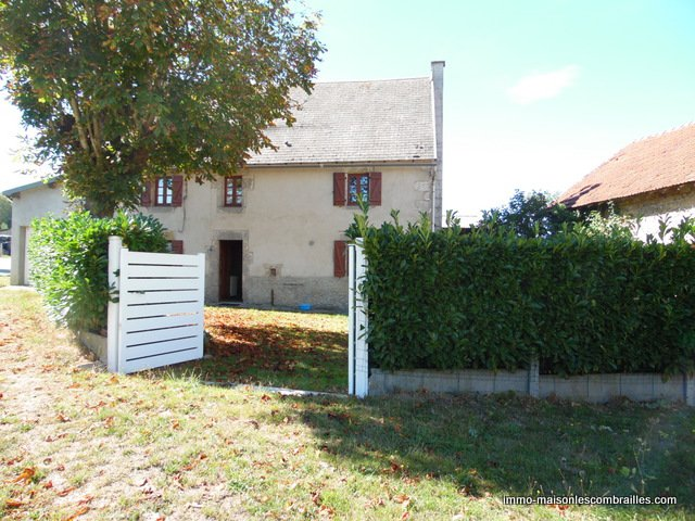 For sale in Puy de Dôme, house, garage, barn and garden (1455m²)
