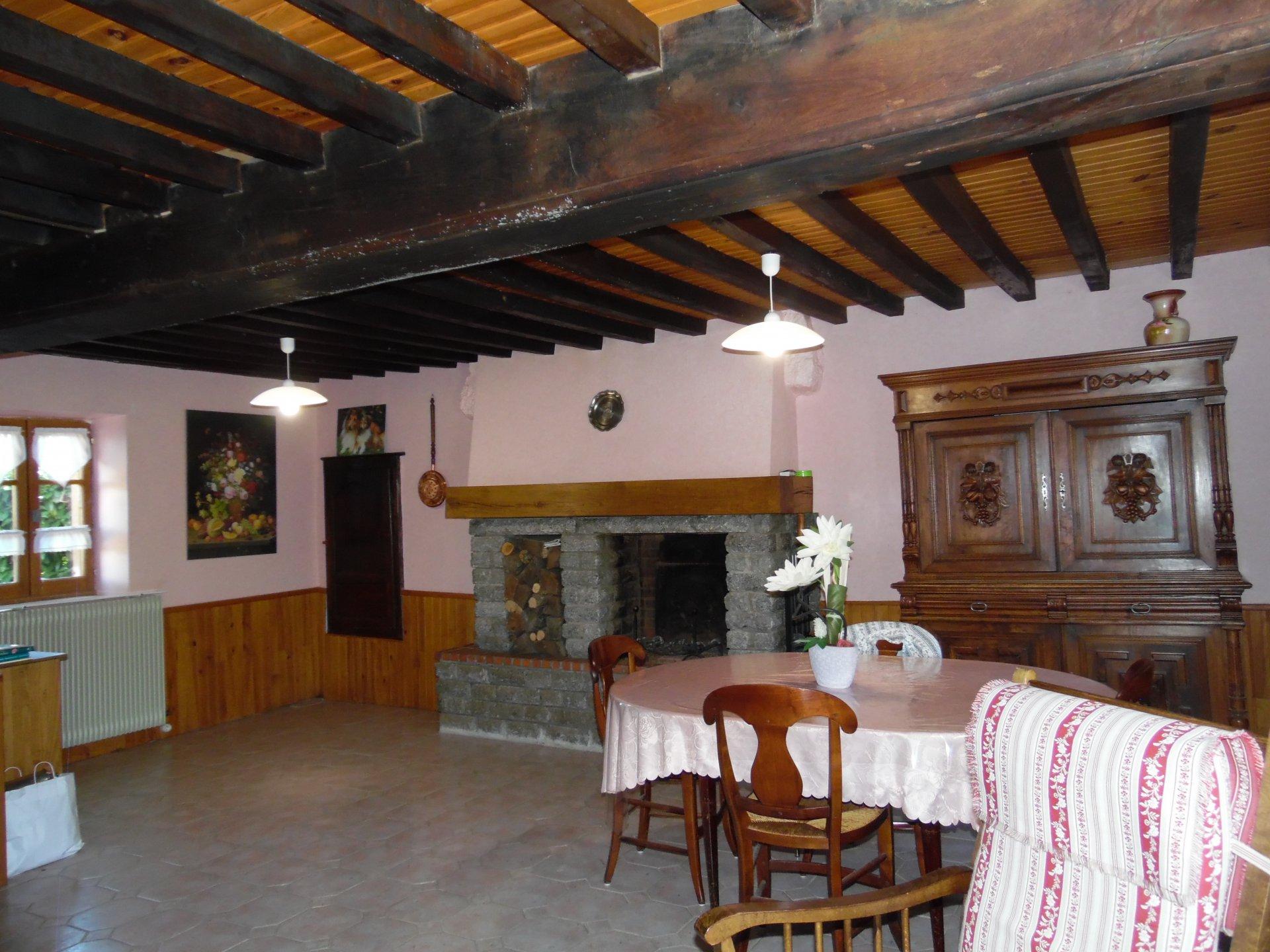 Te koop in Puy de Dôme, woonhuis, garage, schuur en tuin( 1455m²)