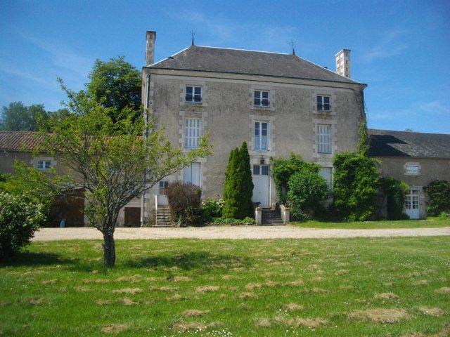 Maison de Maître with 2 gîtes near Journet in Vienne