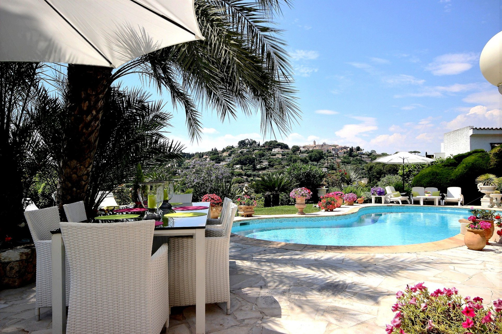 Villa for sale in Mougins with sea view and swimming pool