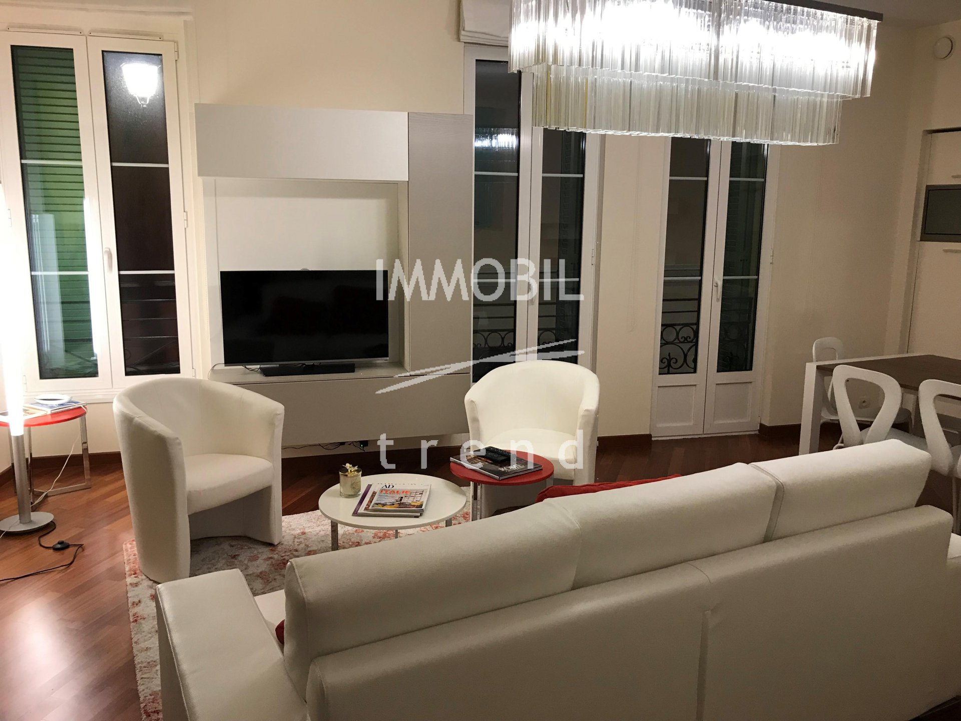 IMMOBILIER MENTON  ZONE PIETONNE LUXUEUX 2 PIECES