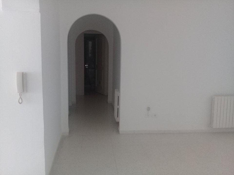 A vendre un S+3  de 120 m² coté monoprix  La Soukra
