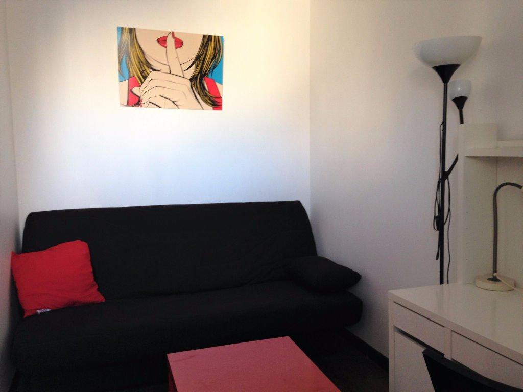Appartement Paris 1 pièce(s) 13.73 m2 EN Meublé