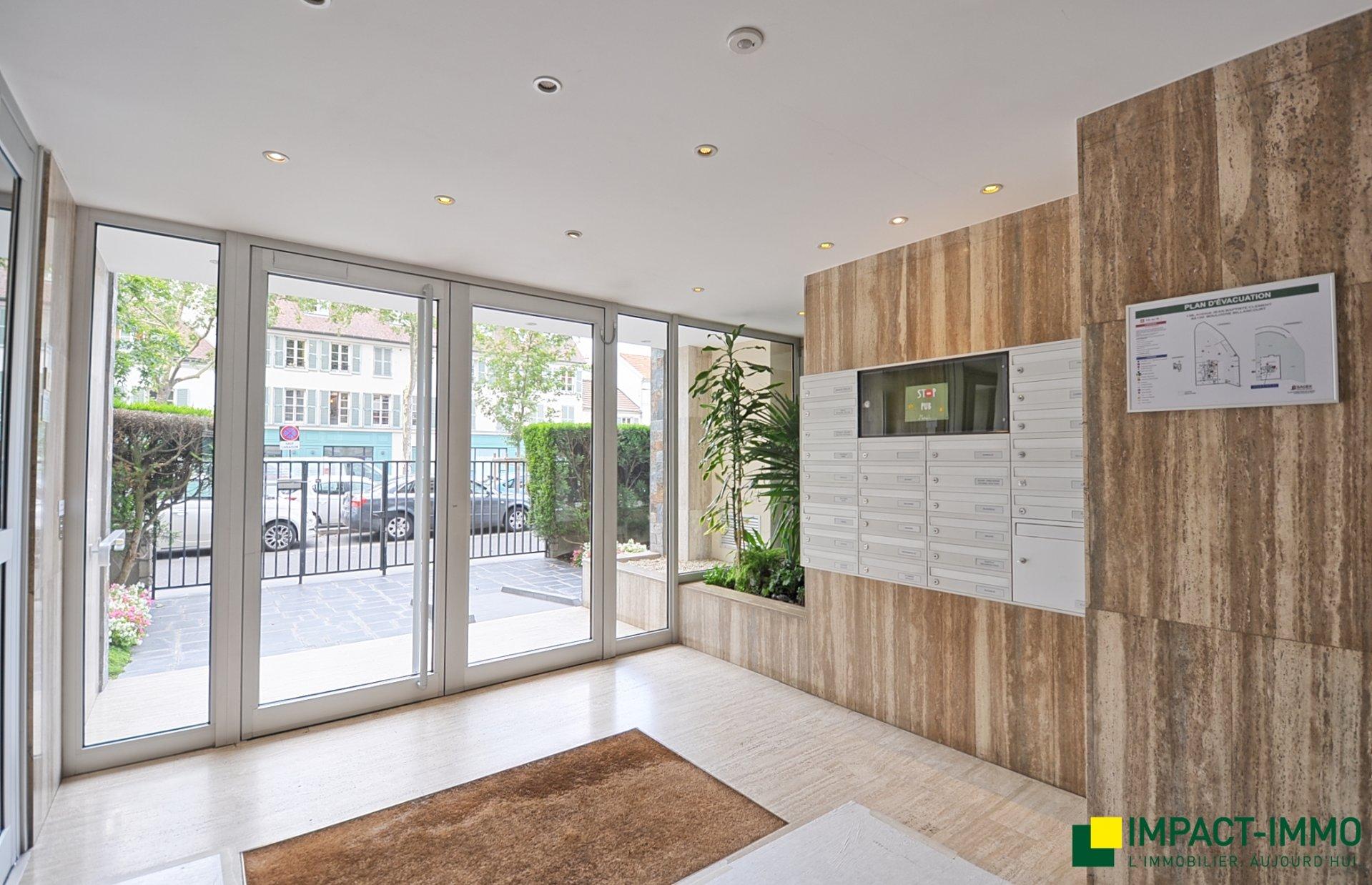 Avenue Jean Baptiste Clément - Superbe 3/4p - étage élevé - balcons - parking