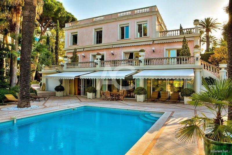 Luxueuse villa situé sur le versant ouest au Cap d'Antibes