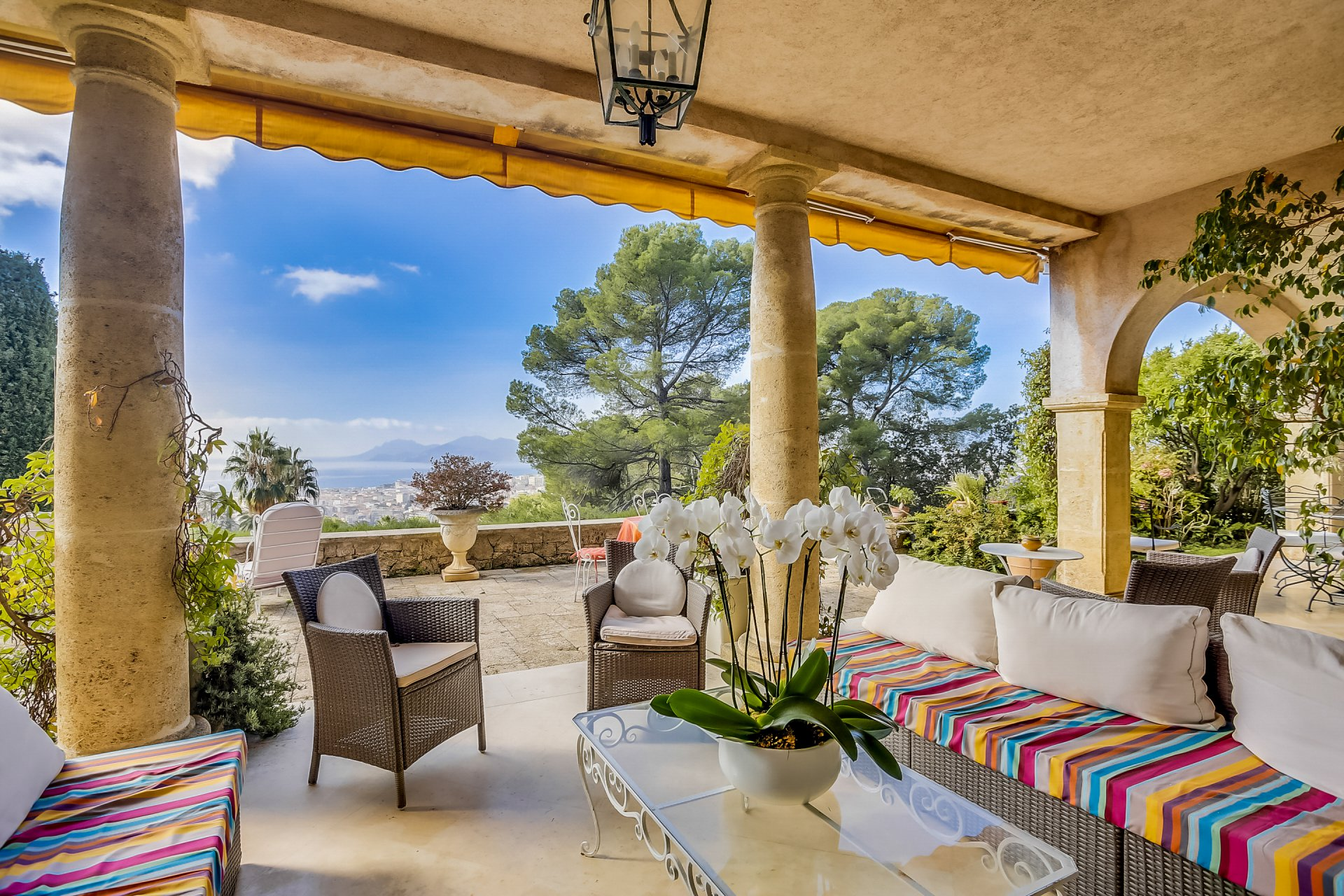 CANNES - Corniche du Paradis - Superb Palladian property with a stunning view on Mediterranean sea