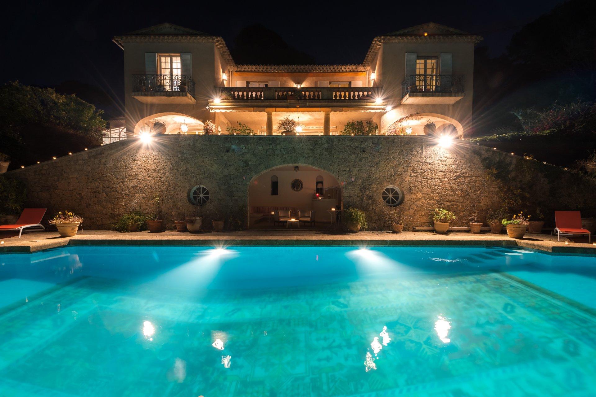 CANNES - Corniche du Paradis - Superbe propriété palladienne avec magnifique vue sur la Méditerranée -