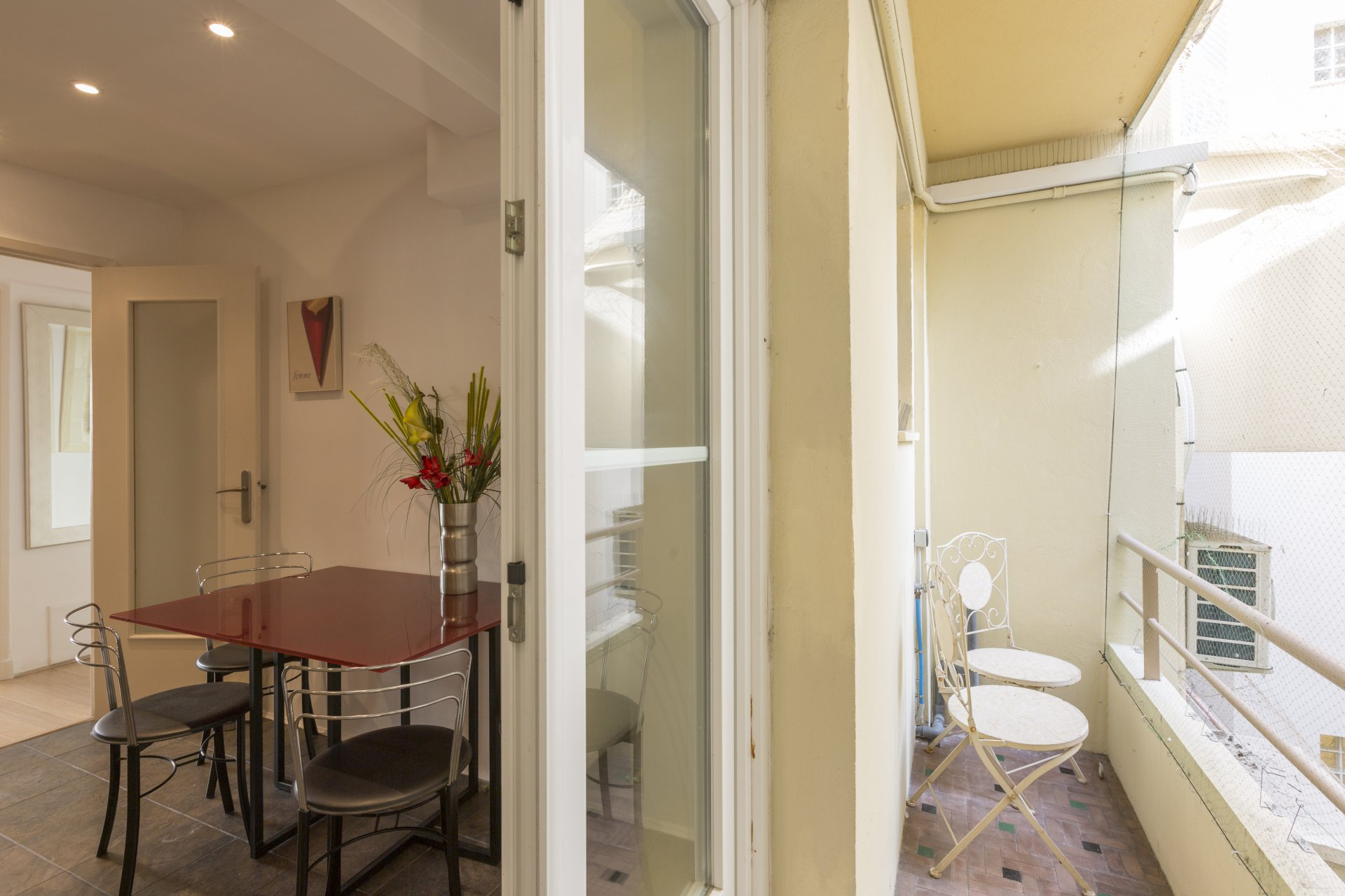 1 bed apartment with 2 baconies rue d'Antibes Cannes